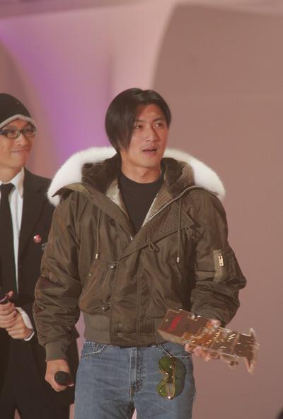 组图:TVB十大劲歌金曲颁奖礼谢霆锋上台领奖