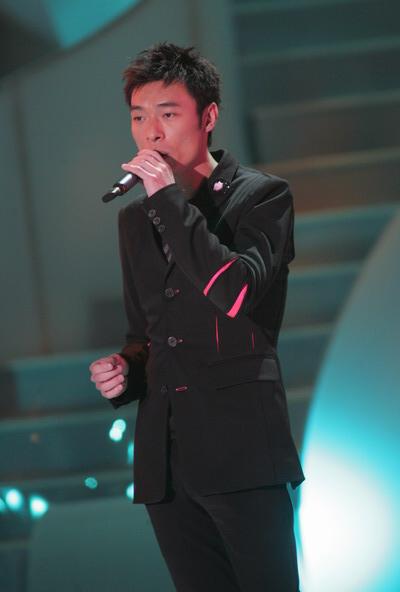组图:TVB十大劲歌金曲颁奖礼许志安上台领奖