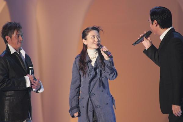 组图:温拿三虎亮相十大劲歌金曲颁奖纪念黄�
