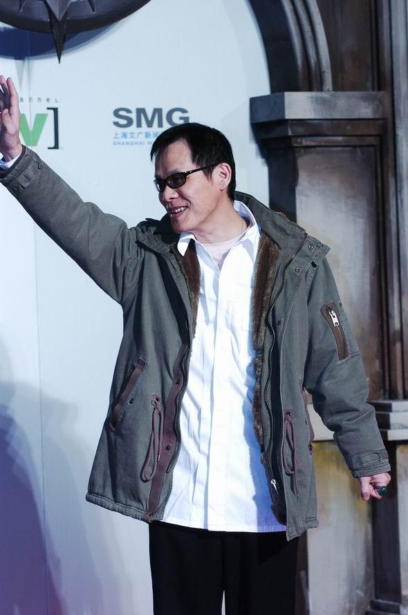 组图:罗大佑在颁奖典礼星光大道上向大家挥手