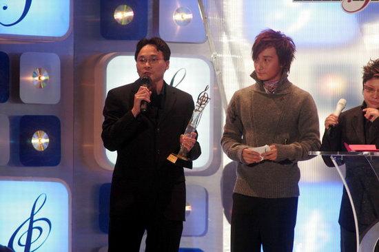 组图:华纳代表为孙燕姿领优秀流行国语歌曲奖