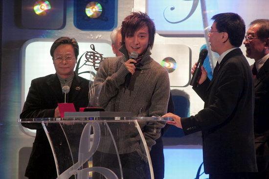 组图:司仪之一的方力申十喜获十大中文金曲奖