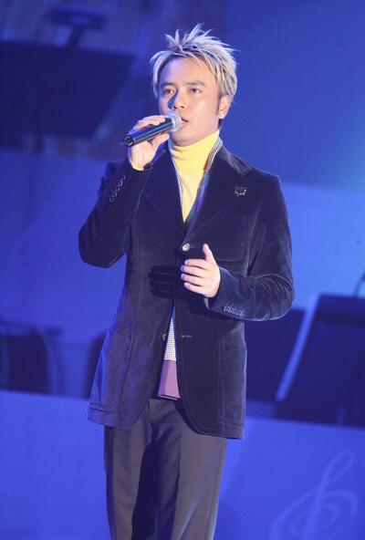 组图:李克勤的《空中飞人》获香港第五首中文金曲