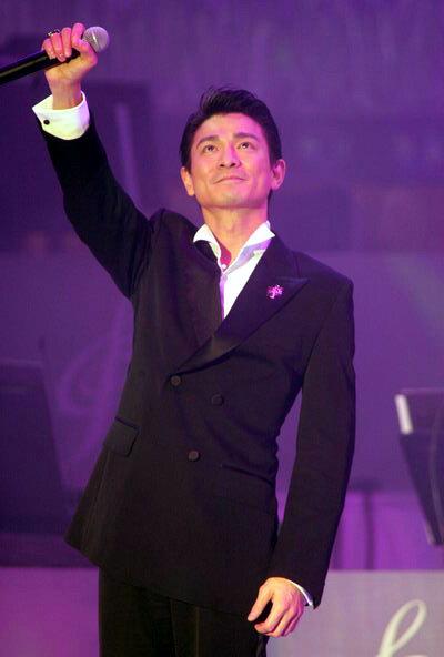 组图:刘德华演唱获奖金曲《常言道》