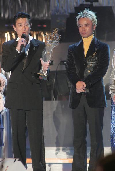 图文:全国最受欢迎男歌手--刘德华和李克勤