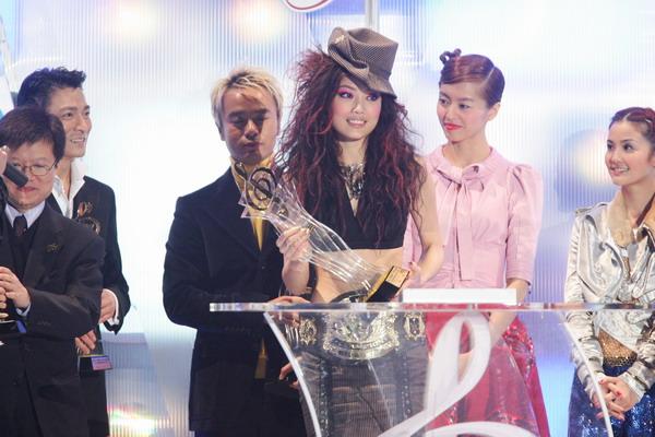 组图:容祖儿荣获最优秀流行女歌手