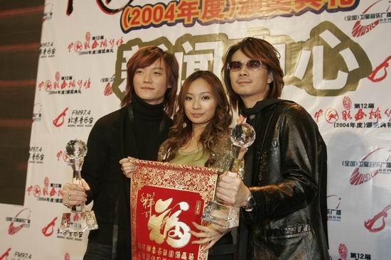 新浪娱乐讯 2005年1月22日晚第十二届中国歌曲排行榜颁奖...