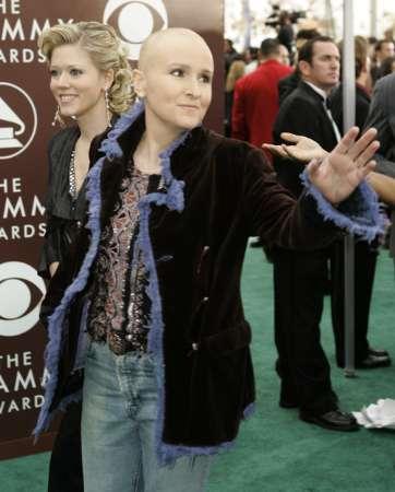 图文:MelissaEtheridge与搭档抵达颁奖现场
