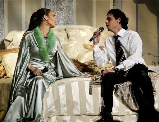 图文:JenniferLopez与丈夫Anthony现场表演