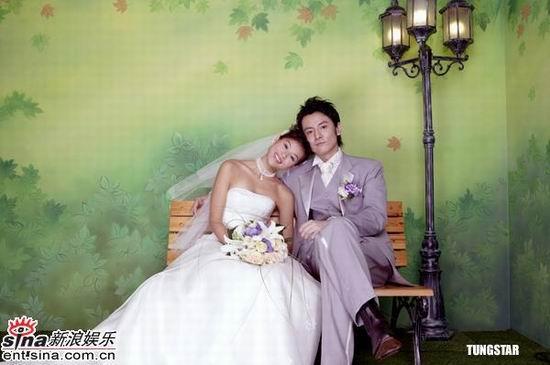 组图:胡杏儿扮靓与日本男模拍婚纱玩骑木马