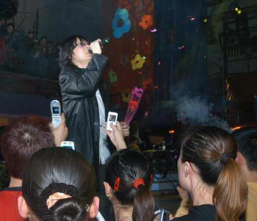 唐磊变身老师本色演绎要办网络歌手速成班