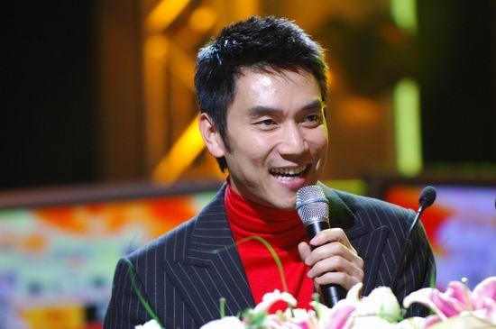 图文:林依轮主持第十二届东方风云榜颁奖典礼