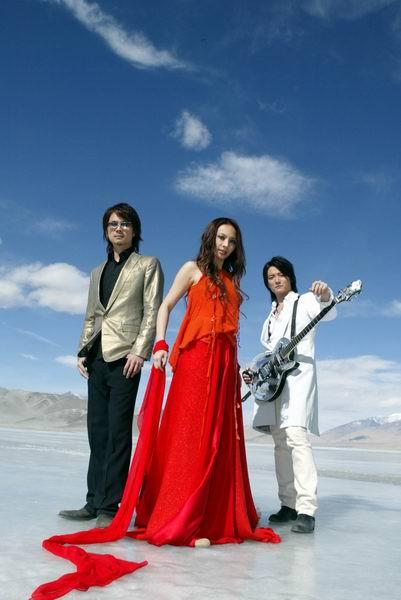 F.I.R.飞儿乐团中亚边境拍摄唱片封面(图)