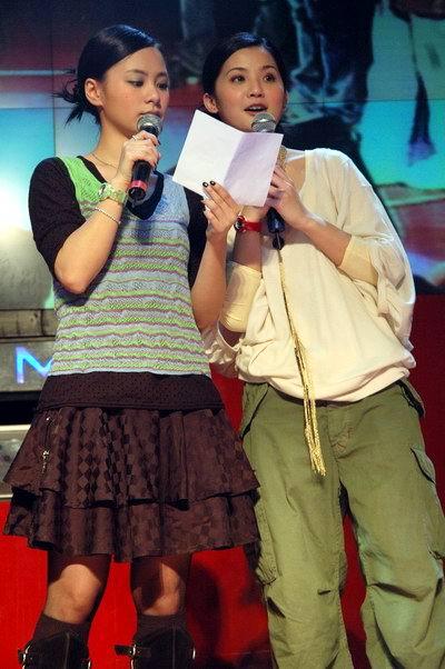 图文:Twins上海见面会与数百歌迷亲密接触(5)