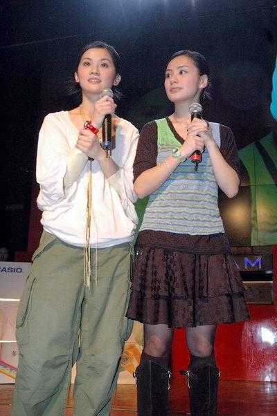 图文:Twins上海见面会与数百歌迷亲密接触(6)