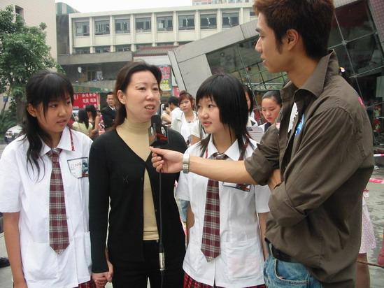 图文:我型我秀成都站竞争残酷评委左右为难(3)