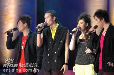 图文:VOX四人默契演唱《爱不可思意》