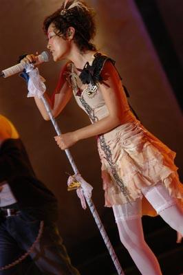 图文:陈琳公主华贵装扮激情献唱