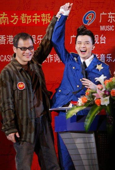 图文:华语音乐传媒大奖颁奖-罗大佑和黄耀明