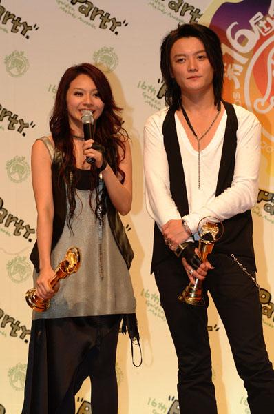 图文:F.I.R.获得最佳国语演唱新人奖后台接受采访