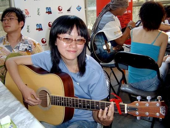 图文:东方卫视莱卡我型我秀上海吉他上镜率高(10)