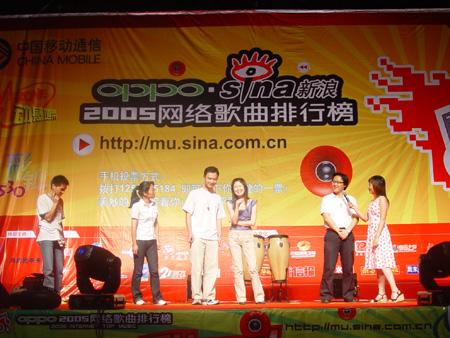 组图:新浪网络歌曲排行榜杭州站加入到互动行列里
