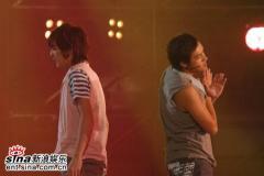 组图:夏日演唱会举行安七炫容祖儿等魅力比拼