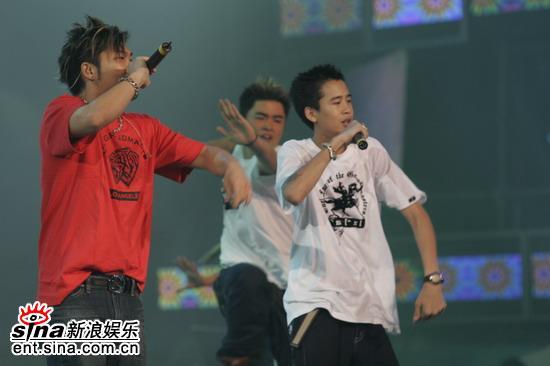 图文:李玖哲麻吉弟弟唱hip-hop歌曲气氛热烈