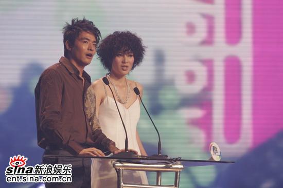 组图:李学庆、王敏上台为容祖儿颁奖