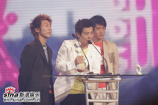 图文:羽泉获获年度最佳专辑奖发表感言