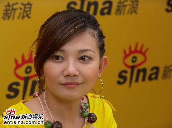 图文:马来西亚歌手梁静茹作客新浪-倾听
