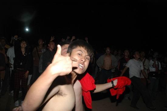图文:内蒙古草原音乐节现场图片-疯狂的歌迷
