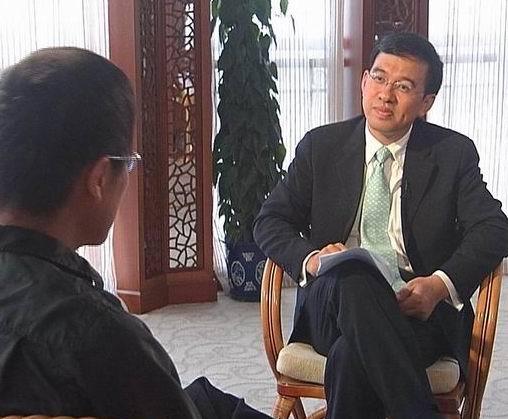 组图:罗大佑接受采访谈到北京个唱被冷落