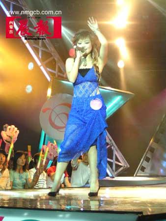 组图:全国影视歌手大赛决赛在呼市火爆开场