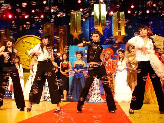 优质第一组明骏女孩亮相长沙《同一首歌》(图)