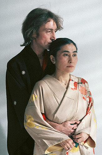 大野洋子编著回忆录纪念约翰-列侬逝世25周年