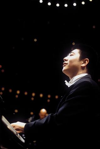 资料图片:钢琴天才郎朗精彩写真(26)