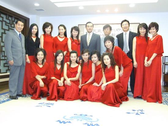 中日媒体联谊会上女子十二乐坊展现中国新形象