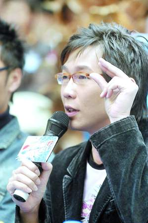 百事新星广州赛区决赛结束品冠到场为选手助阵