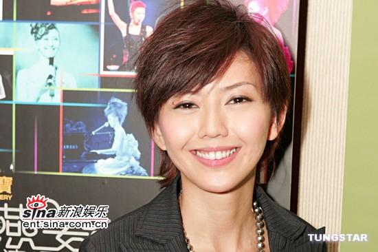 资料图片:首轮上榜最受欢迎男女歌手--孙燕姿