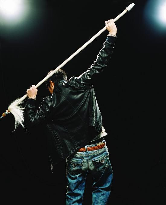 资料图片:王力宏新专辑《盖世英雄》MV造型(37)
