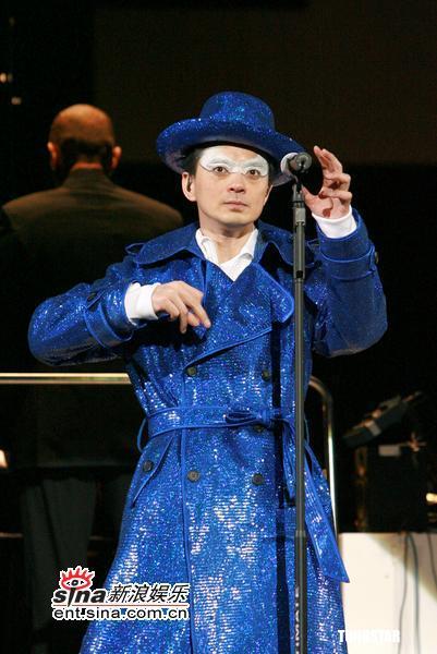 3月10日最酷男星:黄耀明红馆开唱百变造型疯狂