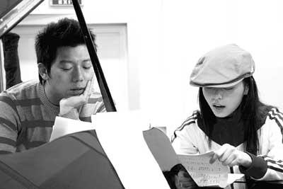 邓丽君金曲演唱会排练张靓颖把偶像歌唱成京剧