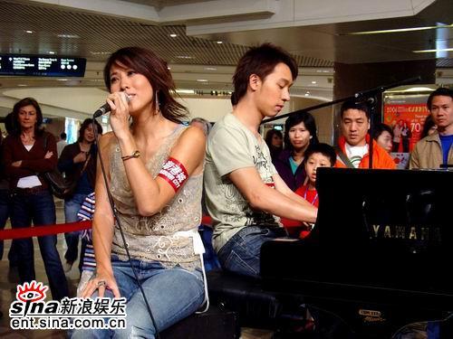 吴彤写情歌赠李乐诗与新晋音乐人同台唱歌(图)