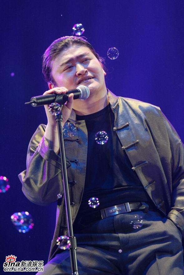 资料图片:歌手刘欢精彩写真(11)