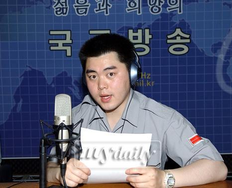 文熙俊任陆军电台DJ将主持音乐聊天秀(附图)