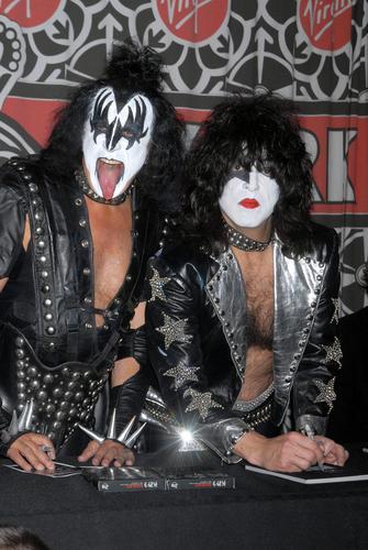 Kiss乐队签售专辑 诡异 脸谱 造型狰狞
