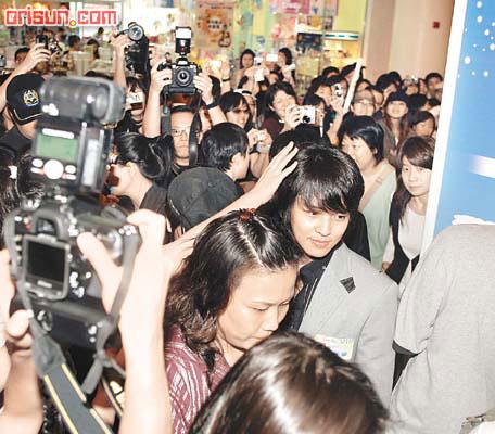 李克勤自称双喜临门默认11月28日摆喜酒(图)