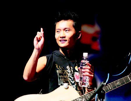 林一峰为宣传少而骄傲:香港半数艺人没钱赚