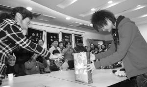 李宇春不知道自己一年挣多少想做酒吧歌手(图)